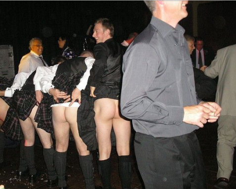 Have you noticed that in almost every photo of kilted men flashing, they are smiling? Even the bystanders? I think I'm onto something here: Kilted men + Flashing = Happiness!